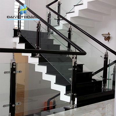 đá cầu thang màu đen