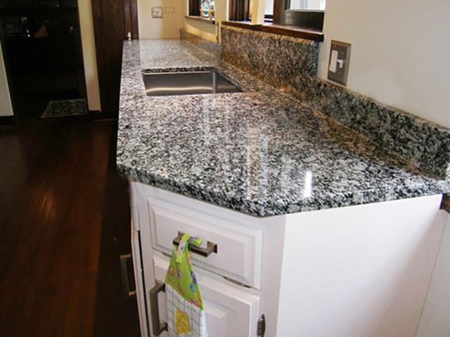 Đá bàn bếp giá rẻ granite trắng mắt rồng