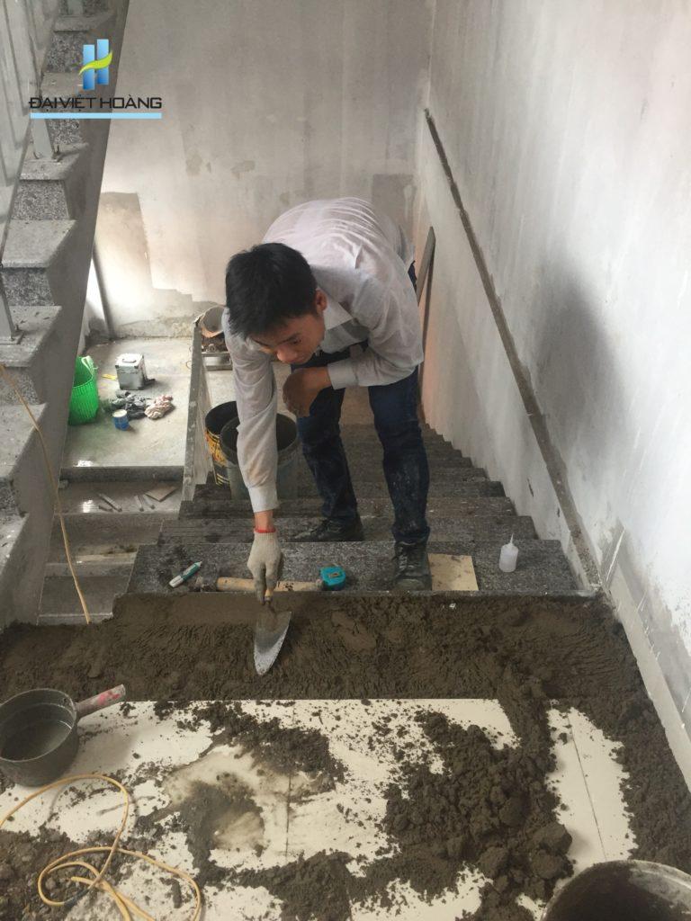 Thi công cầu thang tại dự án Nguyễn Tuân