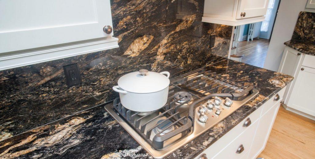 Không nên thi công ngay đá bàn bếp khi vừa chống thấm