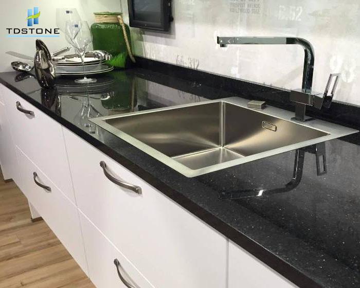 Kết hợp đen trắng trong căn bếp