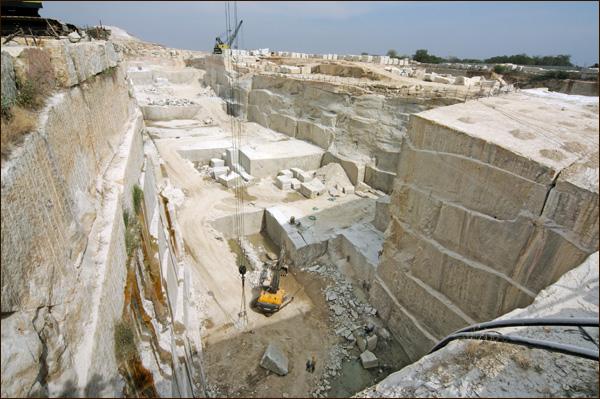 Mỏ đá tự nhiên marble vàng ở Đak Lak